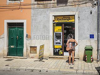 Wechselstube und ATM Bankautomat  Rovinj  Istrien  Kroatien