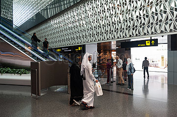 Doha  Katar  Passagiere auf dem Hamad International Airport