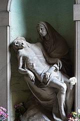 Grabskulptur auf dem Monumentalfriedhof Staglieno in Genua