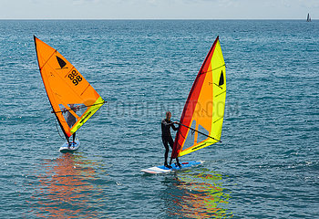 Windsurfer auf dem Mittelmeer