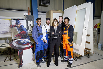 Fluechtlinge in Ausbildungsverhaeltnissen bei der Fa. Vivawest Dienstleistungen GmbH