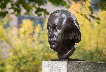 Bueste von Albert Einstein in der Strasse der Erinnerung in Berlin-Moabit