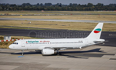 Bulgarian Air Charter Flugzeuge  Flughafen Duesseldorf International  DUS  Nordrhein-Westfalen  Deutschland