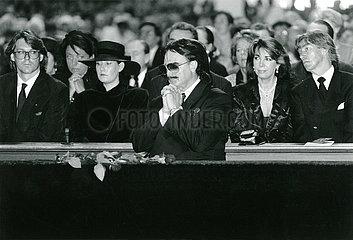Rudolph Moshammer  Trauerfeier fuer seine Mutter Else  1993