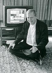 Hans Magnus Enzensberger  Nullmedium Fernsehen  1988