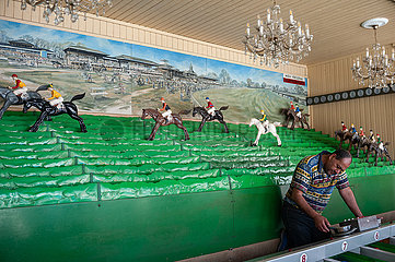 Wien  Oesterreich  Pferderennen auf der Wiener Prater Kirmes