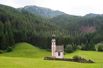 St. Magdalena  Villnoess  Trentino  Suedtirol  Kirche St. Johann in Ranui im Villnoesstal