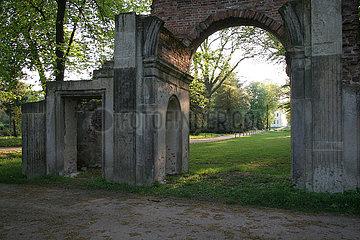 Detail im Luisium - der Ruinenbogen