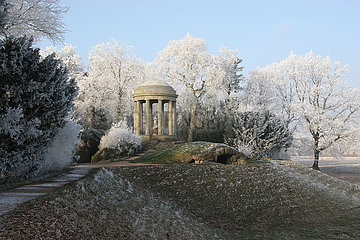 romantischer Winter im Woerlitzer Park
