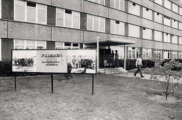 12. Juli 1990  Lehnitz  Abruestung und Konversion der NVA
