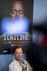 Thomas Middelhoff presents book Schuldig