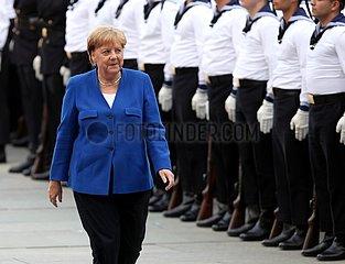 Merkel vor Bundeswehr-Marinesoldaten
