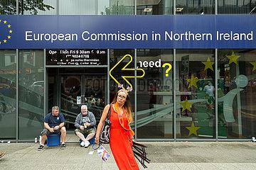 Grossbritannien  Belfast - Vertretung der Europaeischen Kommission in Nordirland am Orangemens Day (protestantischer Feiertag)