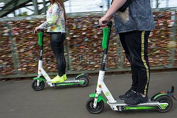 E-Scooter der Verleihfirma Lime