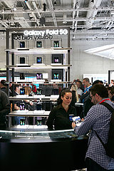 Berlin  Deutschland - SAMSUNG stellt das Galaxy Fold 5G zur IFA vor.