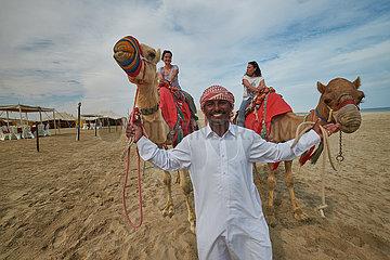 Kamelhirte mit Touristen