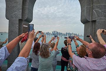 Katar Menschenmenge macht Fotos