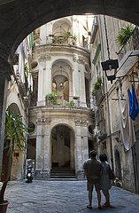 Altbau Eingang  Quartieri Spagnoli  Neapel  Kampanien  Italien