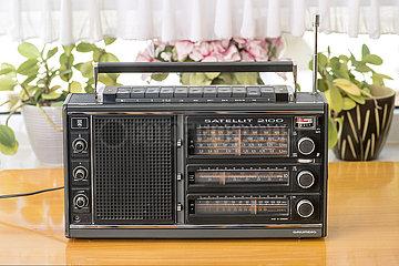 Grundig Weltempfaenger Satellit 2100  Radio  1977