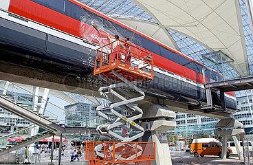 Modell des Transrapid  Flughafen Muenchen  2003