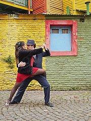 Paar tanzt Tango auf Caminito Street  La Boca  Buenos Aires  Provinz Buenos Aires  Argentinien