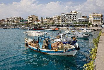 Fischerboote im Hafen von Klamata  Messenien  Peloponnes  Griechenland
