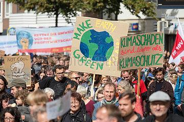 Deutschland  Bremen - fridays for future - Demonstration  an Donald Trump angelehnter Slogan Make earth green again