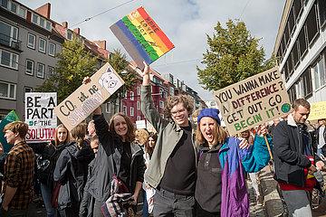 Deutschland  Bremen - fridays for future - Demonstration mit ueber 30.000 Teilnehmern