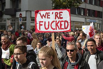 Deutschland  Bremen - fridays for future - Demonstration  pessimistisches Plakat we are fucked
