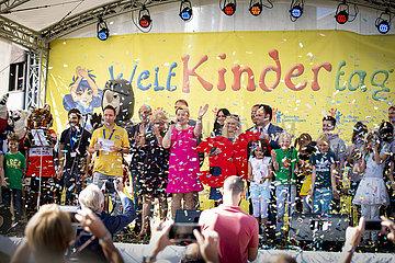 BMin Giffey auf dem Weltkindertagsfest