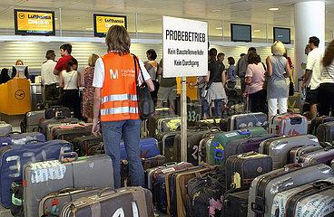 Probebetrieb am Terminal 2  Flughafen Muenchen  2003