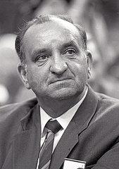 Michail Gorbatschow  Theo Waigel  in Muenchen  Hofbraeuhaus  1992