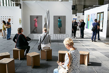 Berlin  Deutschland - Kunstmesse Positions Berlin im Hangar 4 Flughafen Tempelhof.