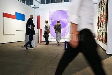 Berlin  Deutschland - Galerie Ruttkowski68 zur Kunstmesse art berlin im Hangar 5 und 6 Flughafen Tempelhof.