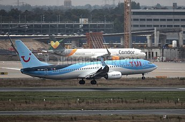 Flugzeuge von TUI und Condor