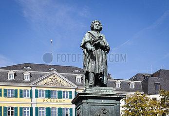 Beethoven Denkmal vor dem Hauptpostamt  Muensterplatz  Bonn  Nordrhein-Westfalen  Deutschland