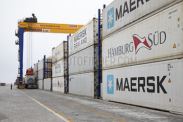 Container am Hafen in Namibia