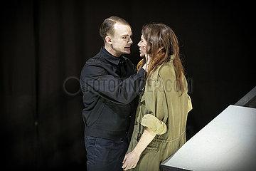 Berliner Ensemble DIE ANTIGONE DES SOPHOKLES