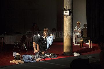 Theater St. Gallen STERBEN HELFEN