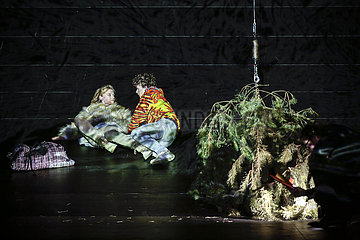 Maxim Gorki Theater JUGEND OHNE GOTT