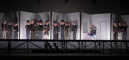 Komische Oper M - EINE STADT SUCHT EINEN MOERDER