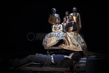 Maxim Gorki Theater ANNA KARENINA ODER ARME LEUTE