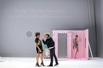 Berliner Ensemble DIE MOEGLICHKEIT EINER INSEL