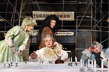 Maxim Gorki Theater Berlin DER GEIZIGE