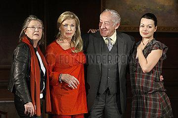 Cordula Trantow (Regisseurin)  Ingrid van Bergen (Schauspielerin)  Dieter Hallervorden (Schauspieler und Theaterleiter) und Cosma Shiva Hagen (Schauspielerin)
