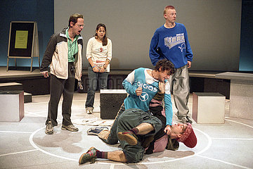 Grips Theater Berlin DER BALL IST RUND