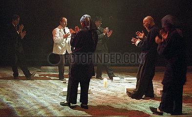 Berliner Festspiele: Festwochen 2003 THE DRAGONS' TRILOGY