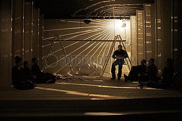 Berliner Ensemble HELENE  MAX & CO.