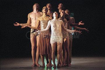 Komische Oper Berlin POEM / BODY OF POETRY