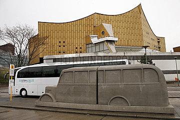 Philharmonie Berlin DENKMAL DER GRAUEN BUSSE